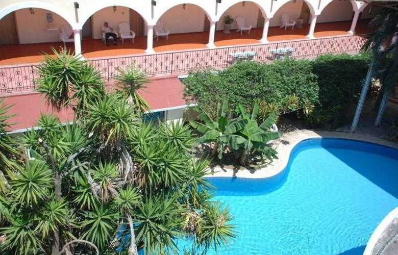 Hotel Maria de la Luz - Pool - 2