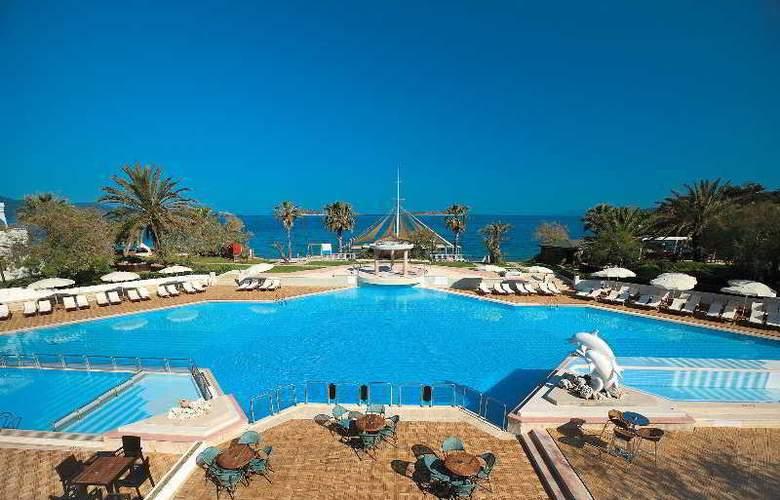 Royal Panacea Hotel - Pool - 8