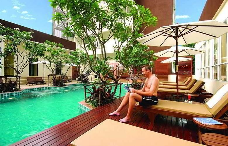 FuramaXclusive Sathorn Bangkok - Pool - 7