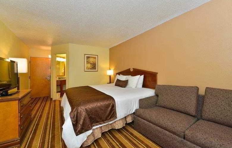 Best Western Plus Richmond Airport Hotel - Hotel - 13
