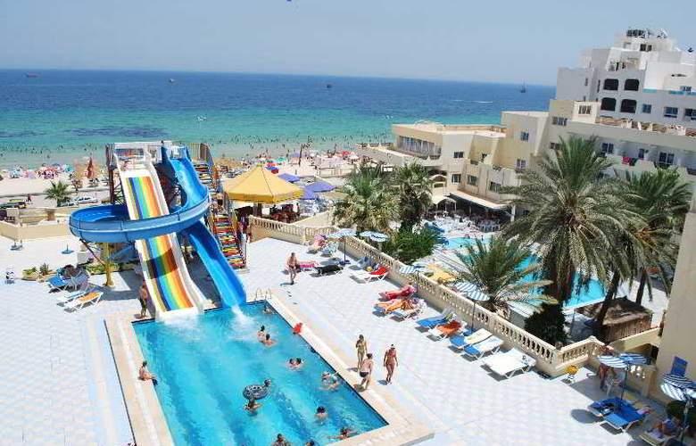Karawan Beach & Resort - Pool - 4