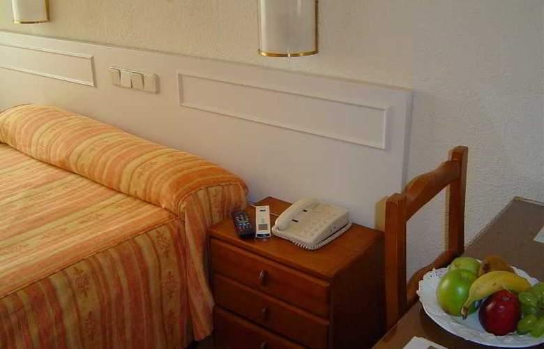 Laris - Room - 10