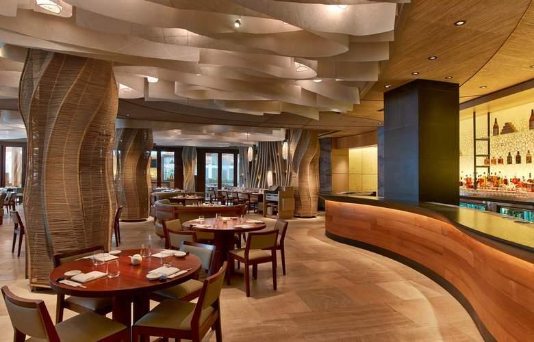 Eden Roc Miami Beach Renaissance Resort & Spa - Bar - 10