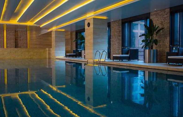 Renaissance Shanghai Caohejing - Pool - 2