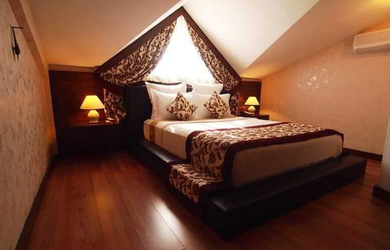 Romance - Room - 29