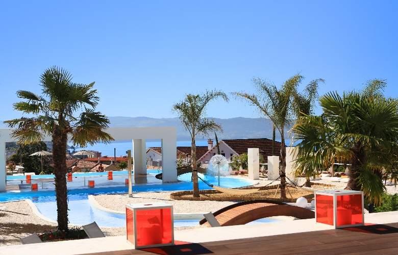 Augusta Spa Resort - Pool - 8