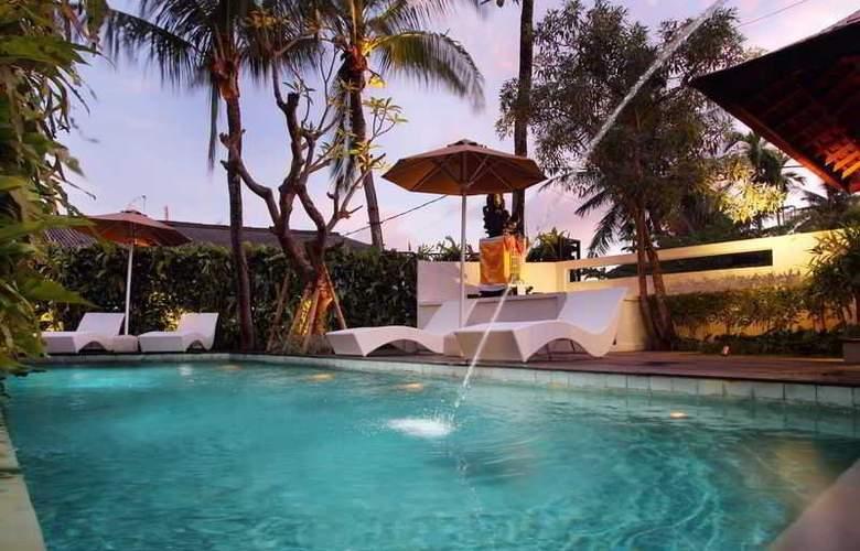 Berawa Beach Residence by Premier Hospitality Asia - Pool - 0