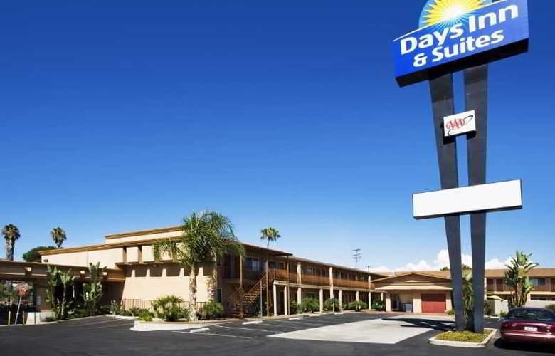 Days Inn & Suites - Hotel - 0