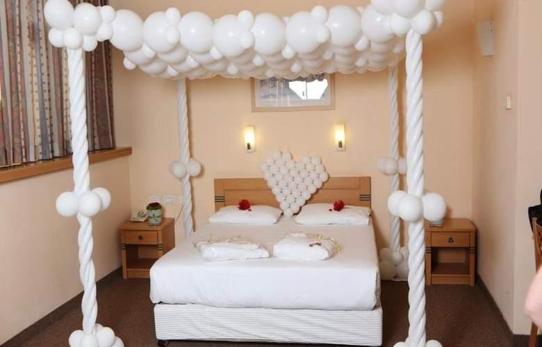 Inbar Hotel - Room - 7