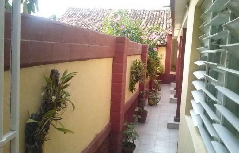 Hostal Casa Gómez - Terrace - 19