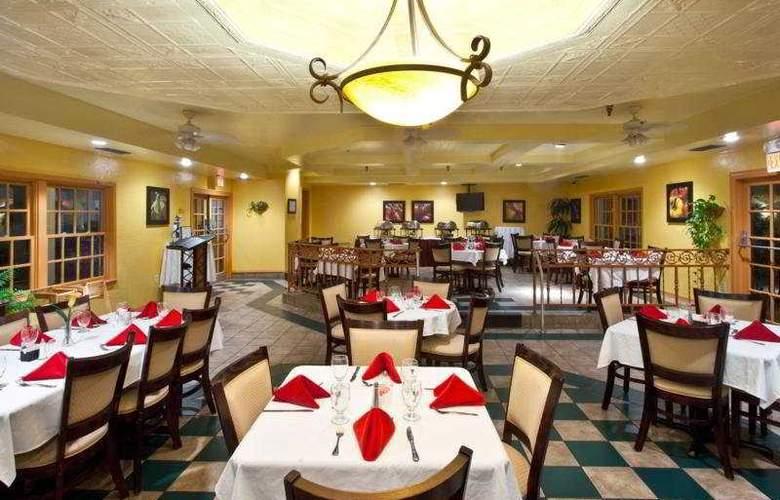 Holiday Inn & Suites Tampa North Busch Gardens Area - Restaurant - 3