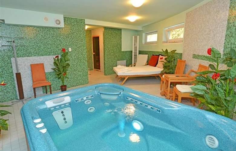 Best Western Hotel Antares - Pool - 82