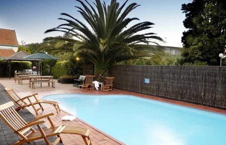 Kingsgate Hotel Parnell - Pool - 3