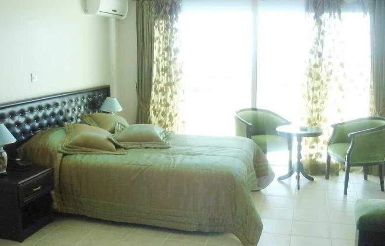 The West Queen Resort - Room - 3