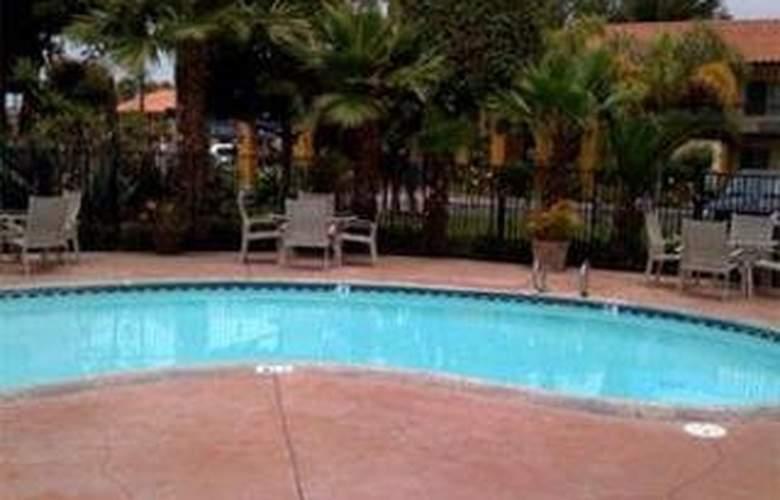 Best Western American Inn - Pool - 3