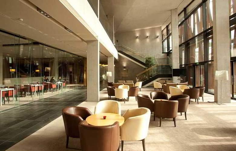 La Mola Hotel & Conference Center - Bar - 4