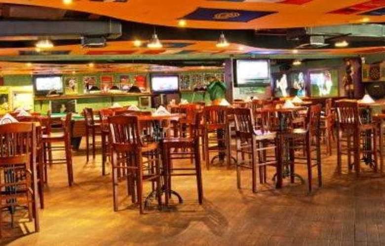 Ramee Royal Hotel Dubai - Bar - 9