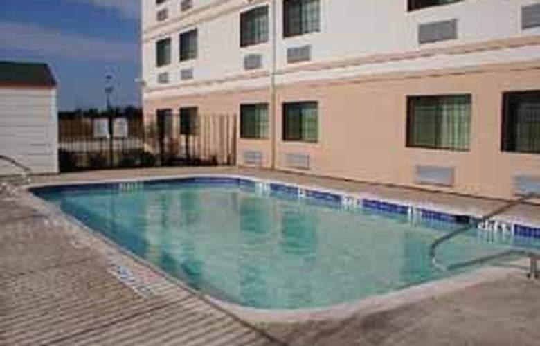 Quality Inn near Seaworld - Pool - 3