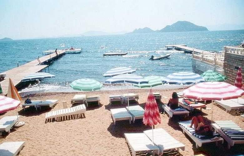 Sky Sea Gokdeniz Hotel - Beach - 7