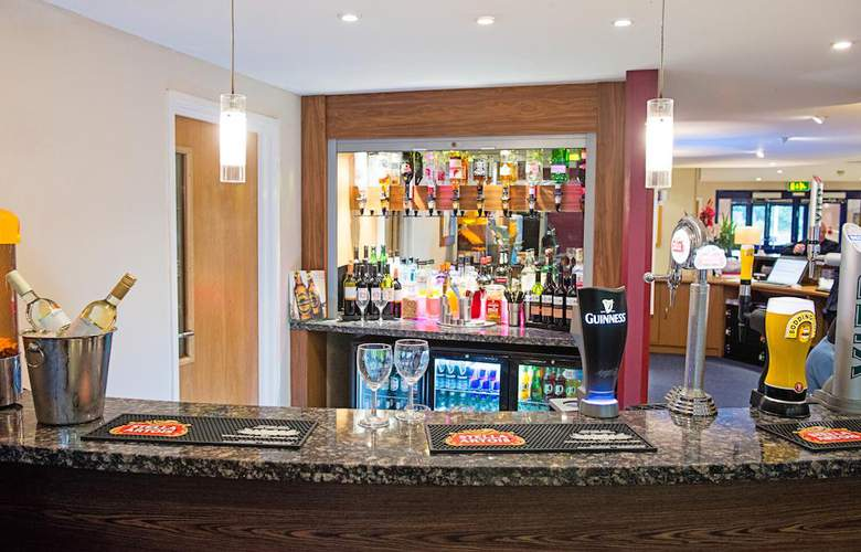 Holiday Inn Express Poole - Bar - 12