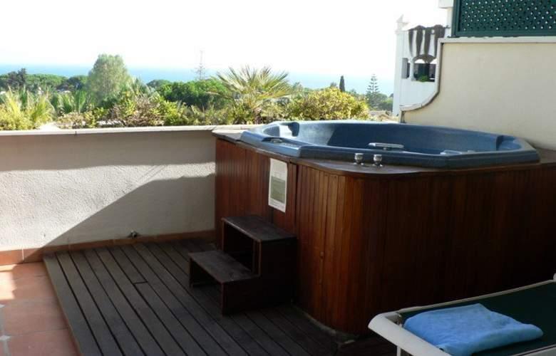 Apartamentos Guadalpin Suites - Terrace - 14