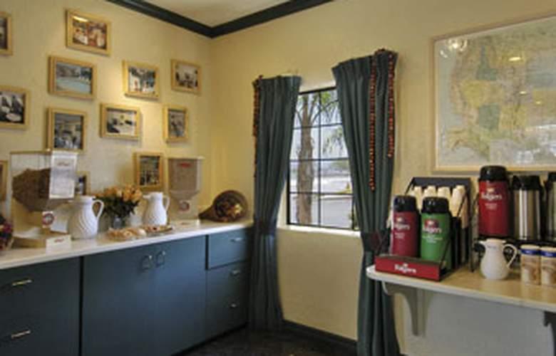Ambassador Strip Inn Travelodge - Meals - 4