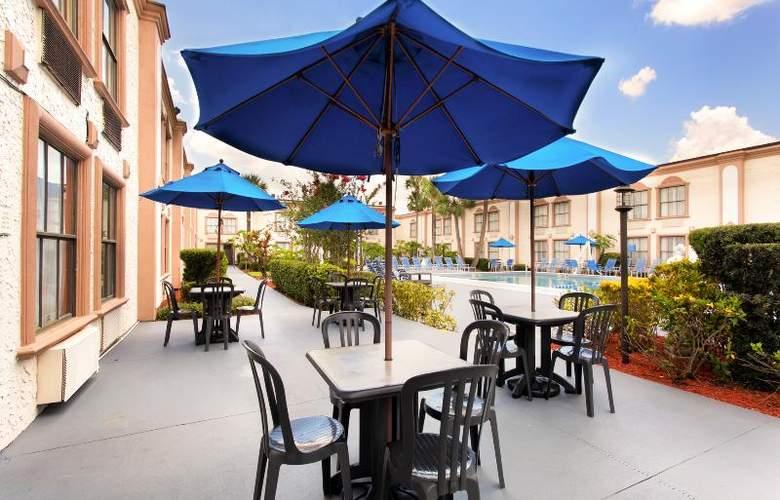 La Quinta Inn International Drive North - Pool - 32