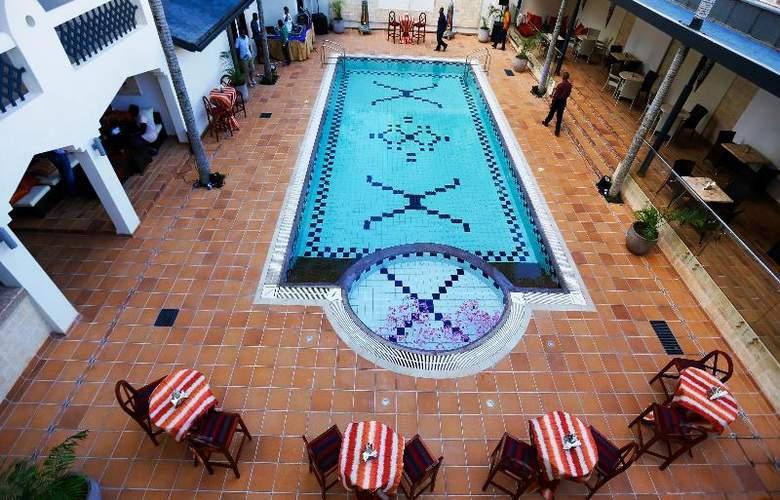 The Heron Portico - Pool - 27