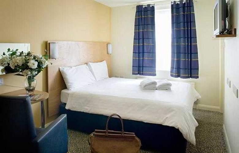 Corner House Hotel - Room - 1