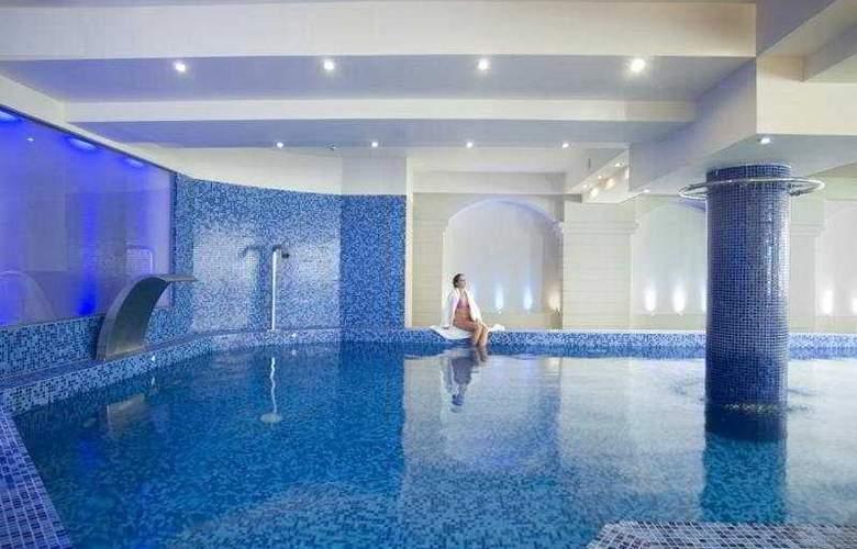 Grand Hotel Holiday Resort - Pool - 8