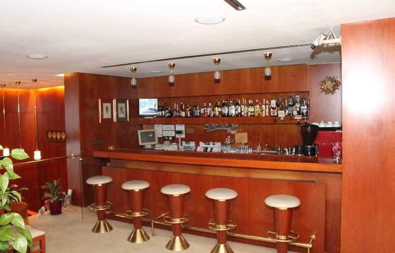 Duke Romana - Bar - 12