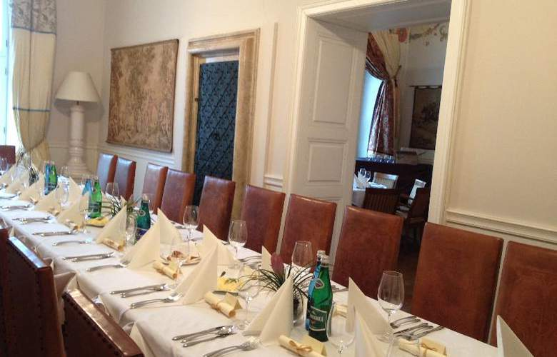 The Bonerowski Palace - Conference - 24