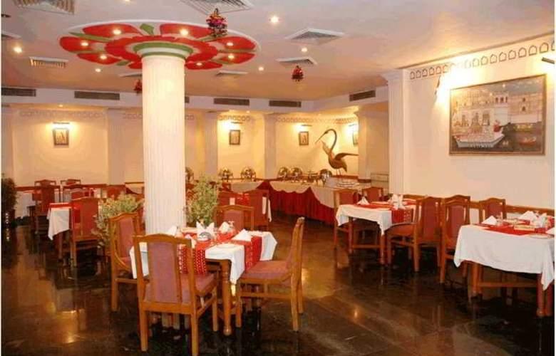 Quality Inn Vishnupriya - Restaurant - 6