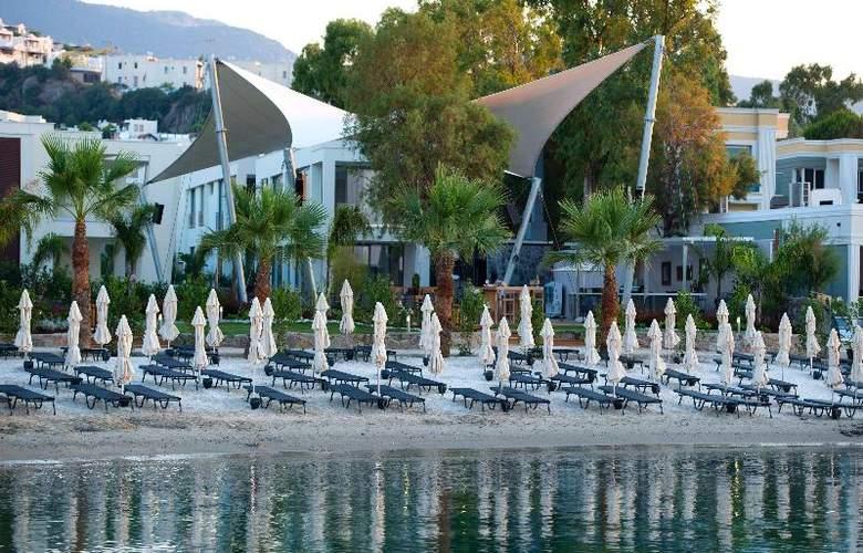 Ramada Resort Bodrum - Beach - 42
