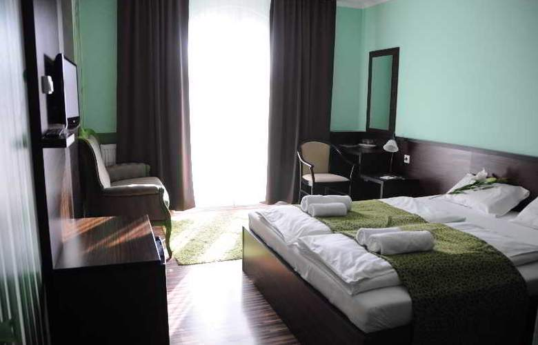Green Hotel Budapest - Room - 12