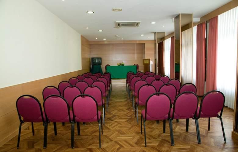 Unzaga Plaza - Conference - 11
