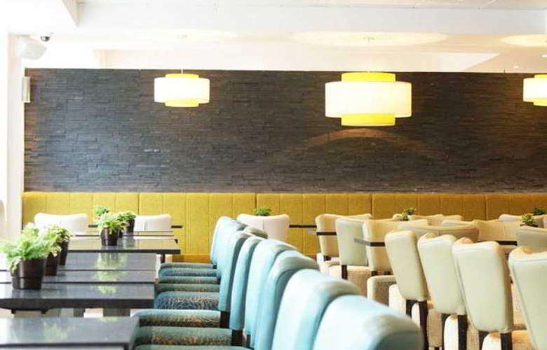 Holiday Inn Express London Stratford - Bar - 19