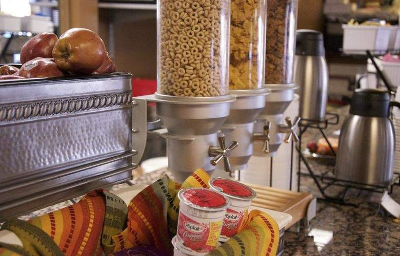 Best Western InnSuites Phoenix - Restaurant - 88