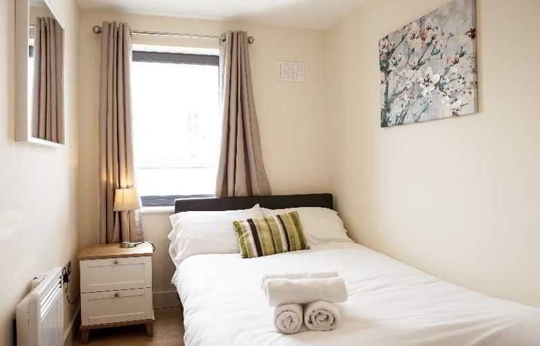 Cheltenham Plaza - Room - 10