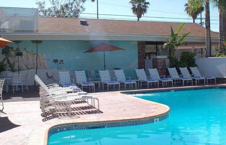Best Western Plus Carriage Inn Sherman Oaks - Hotel - 12