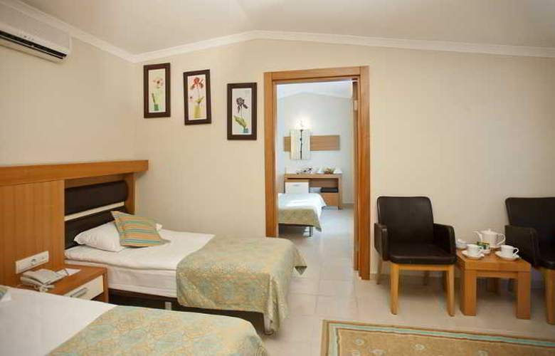 Crystal Flora Beach Resort - Room - 12