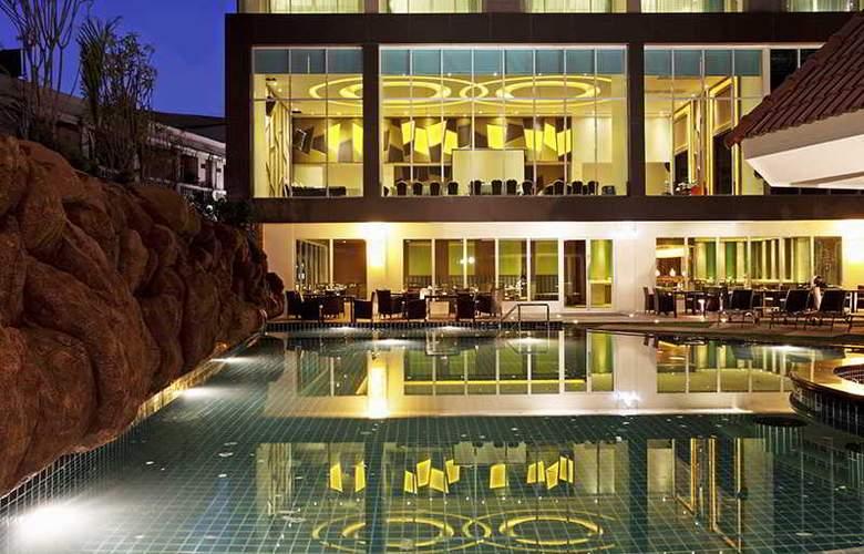 Centara Pattaya Resort - Pool - 18