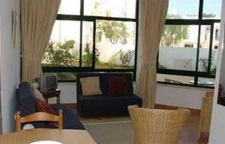 Apartamentos Quinta dos Pinheiros - Room - 4