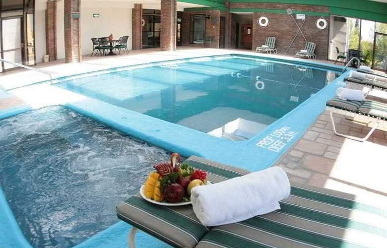 Quality Inn Suites Saltillo Eurotel - Pool - 8