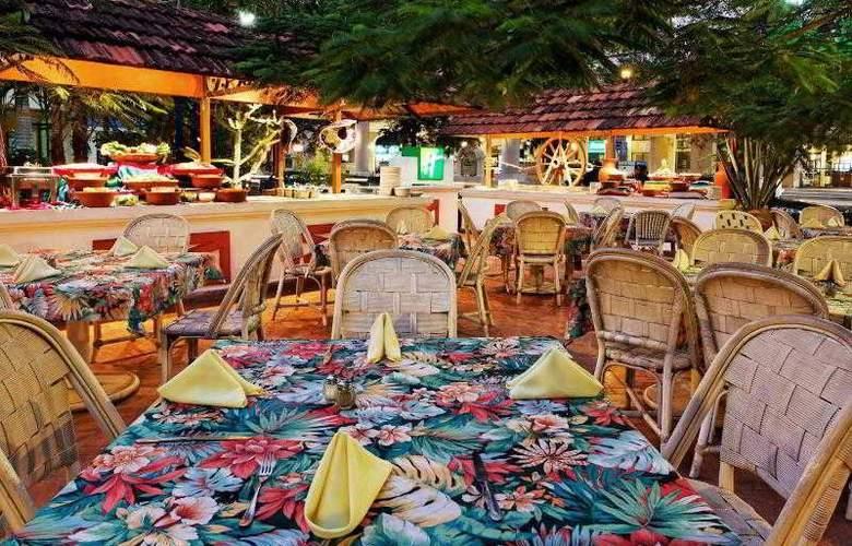 Holiday Inn Merida - Restaurant - 30