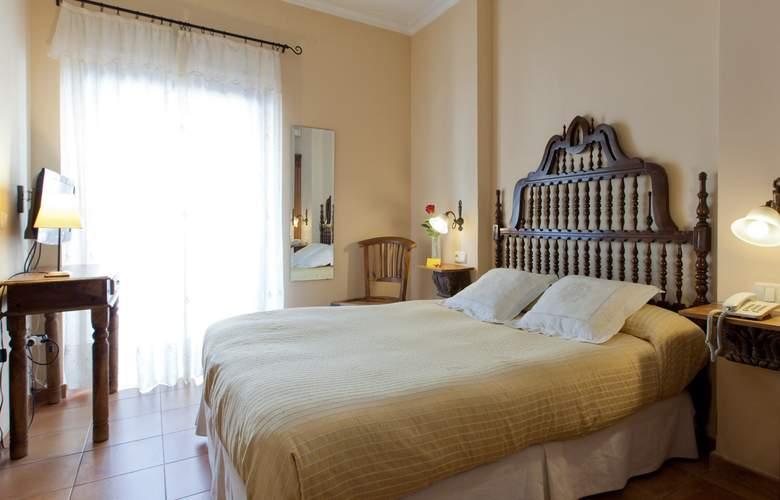 Don Carlos - Room - 2