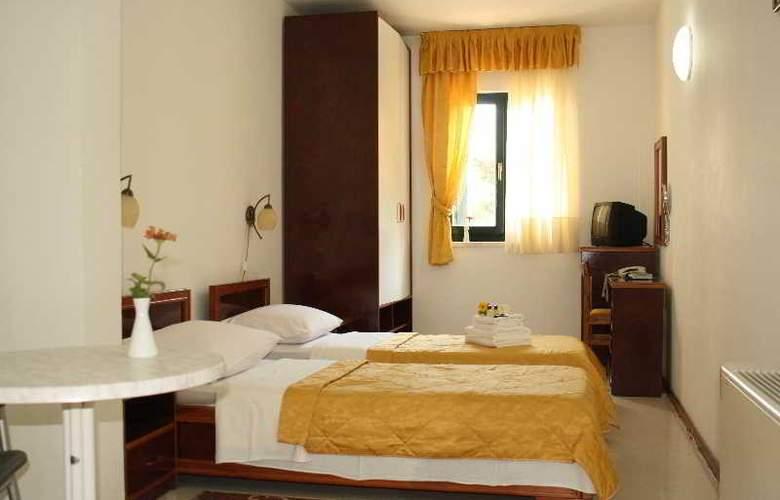 Danica - Room - 5