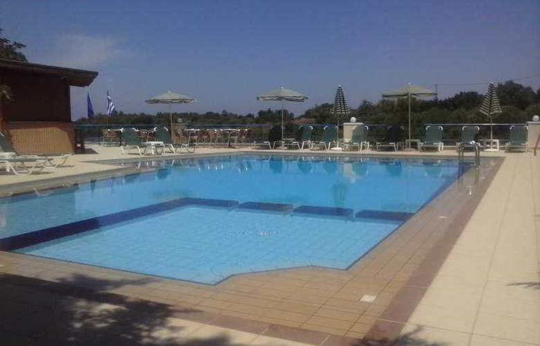 Poseidon Apartments - Pool - 4