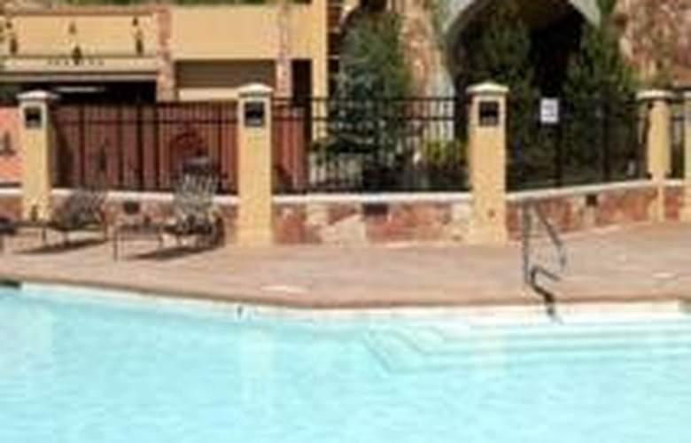 Sundial Lodge - Pool - 7