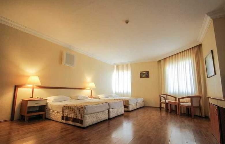 L´ Etoile Beach Hotel - Room - 2